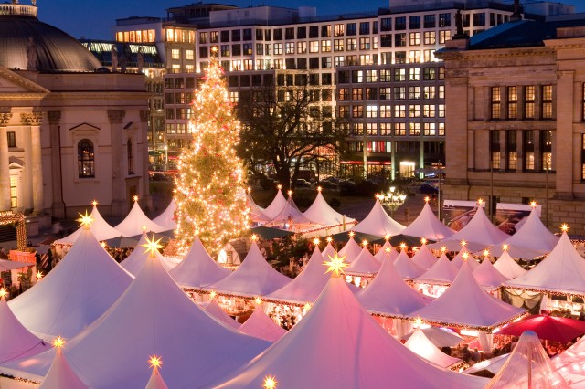 The famous Christmas Market on the Gendarmenmarkt, Berlin, Germany © allfive / Alamy Stock Photo